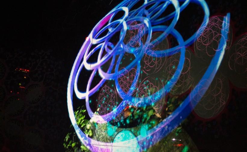 Holographic visuals